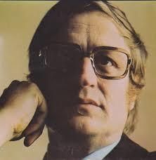 The way I remember him, big glasses and neatly combed hair. / Kot se ga spomnim, urejen z velikimi očali.